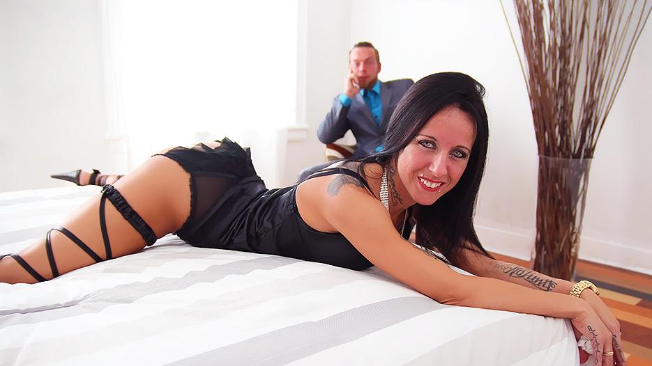Wife en luxuretv roxy put balls into ass bunch